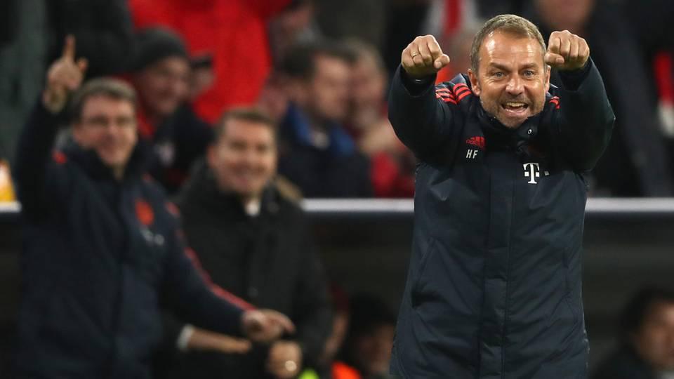 Hansi Flickt jubelt über ein Tor des FC Bayern